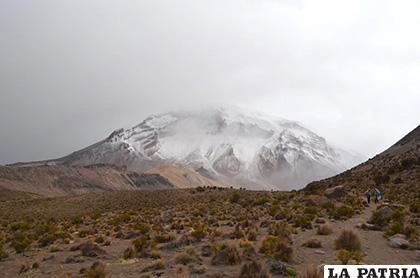 Las nubes de nevada tapaban el Sajama /LA PATRIA /Johan Romero