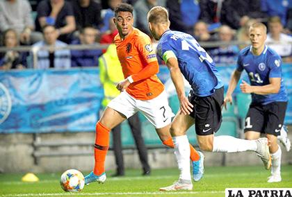 Holanda venció por goleada en su visita a Estonia 4-0 /elsiglodedurango.com