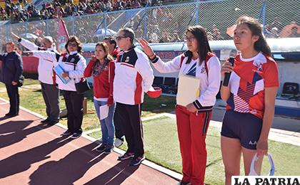 La promesa deportiva estuvo a cargo de la estudiante Mónica Murillo  /Reynaldo Bellota /LA PATRIA