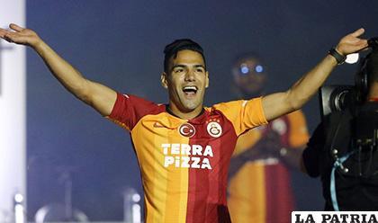 Radamel Falcao con la casaca del Galatasaray /tenemosnoticias.com