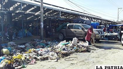 El panorama se mostraba deplorable en el mercado Kantuta /EMAO