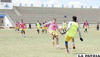 Si bien el trabajo es exigente en la parte técnica, no se descuida la parte futbolística /Carla Herrera /LA PATRIA