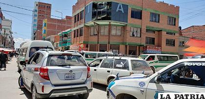 El congestionamiento vehicular que se vive todos los días en el sector del Mercado Bolívar /LA PATRIA