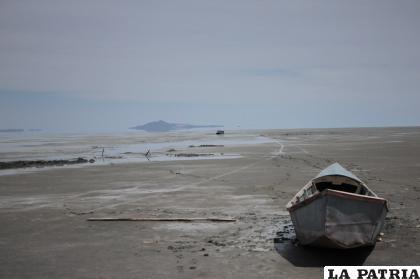 El lago Poopó es un problema ambiental aún no resuelto por las autoridades /LA PATRIA /archivo