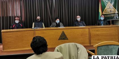 Algunos miembros del Comité de Defensa del Desarrollo Industrial durante su pronunciamiento /LA PATRIA