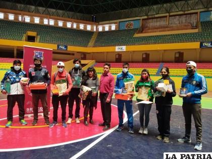 Comenzó la fiesta del béisbol en Oruro /LA PATRIA