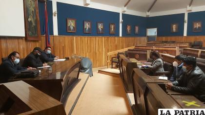 Reunión entre autoridades universitarias y representativas de Soracachi /UTO