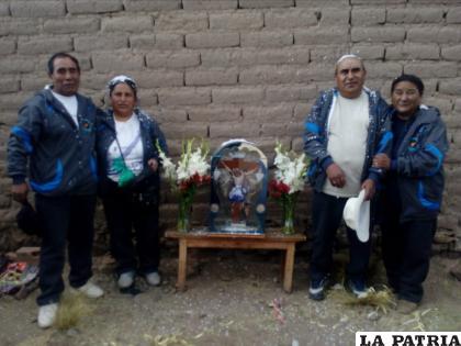 La fe de los feligreses hacia el Tata Lagunas /LA PATRIA