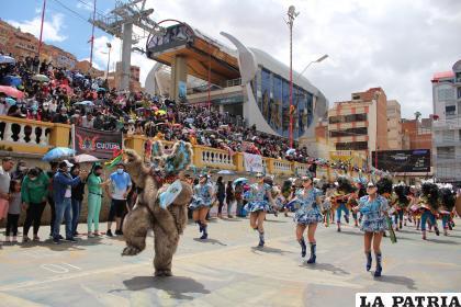 Diabladas del Carnaval de Oruro hicieron vibrar la Avenida Cívica /lA PATRIA
