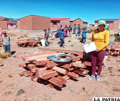 Inicia la construcción de cerramientos ganaderos en Corque /PRO CAMÉLIDOS
