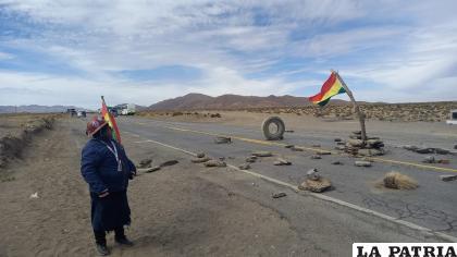 "Trabajadores de la  Empresa Minera ""Salvada"" iniciaron bloqueo en ruta Oruro- Huanuni /Avicaya"