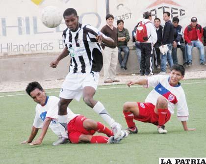"""Oruro Royal, invicto y ganador de la primera fase del fútbol de la primera """"A"""""""
