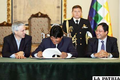 El presidente Morales decretó un nuevo bono para funcionarios públicos que no recibieron incremento salarial