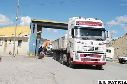 Aduana busca agilizar la atención a transportistas