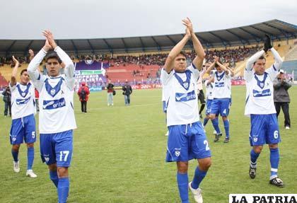 Integrantes de San José extendieron los brazos después de la victoria ante Real Potosí