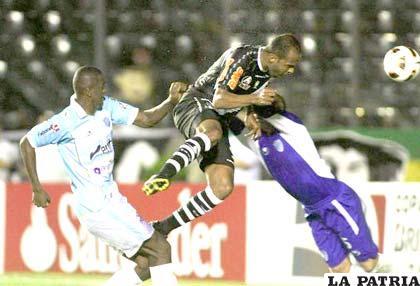 Alecsandro anota el segundo gol de Vasco da Gama
