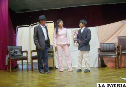 Performance de niños en el X Concurso Intercolegial de Teatro