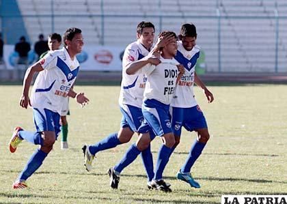 Los jugadores de San José con la premisa de ganar esta tarde a La Paz FC