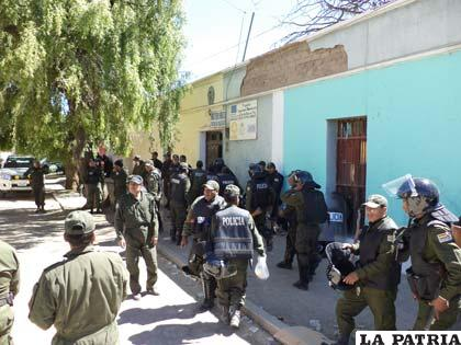 Presencia policial se mantiene en Challapata
