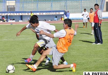 """El equipo """"santo"""" ayer sostuvo una práctica de fútbol en el estadio """"Bermúdez"""""""