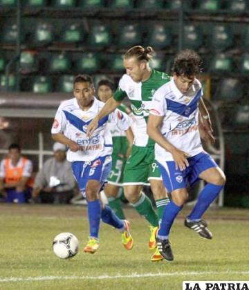 En el partido de ida igualaron en Santa Cruz sin apertura del marcador (foto: APG)