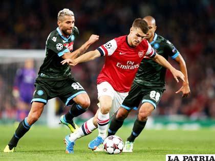 Aaron Ramsey anotó el primero de Arsenal
