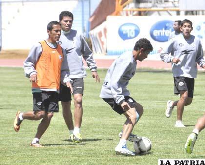 Saucedo, Gomes y Parrado en el equipo titular, mientras que Sejas está en el de suplentes