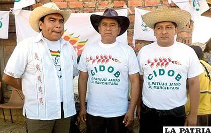 Los tres dirigentes del Tipnis que salieron de su encierro