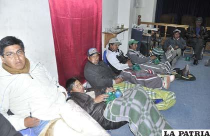 Huelga de hambre persiste al igual que vigilia en la plaza 10 de Febrero