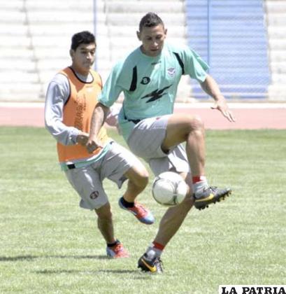 Carlos Neumann con el dominio de la pelota