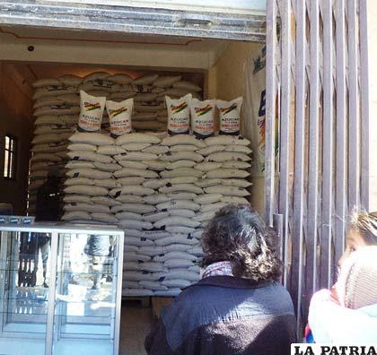 Venta de harina y arroz en agencia de Emapa
