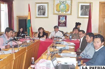 Sesión del Concejo aprueba ordenanza que mantiene tarifas de autotransporte