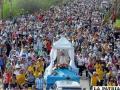 Una multitud acompaña la imagen de la Virgen de Luján en Buenos Aires
