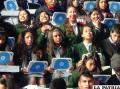 """Estudiantes probaron las """"Kuaas"""" durante el acto protocolar de entrega"""