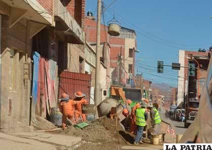 Construcción de la UTO en la calle Caro entre Velasco Galvarro y 6 de Agosto