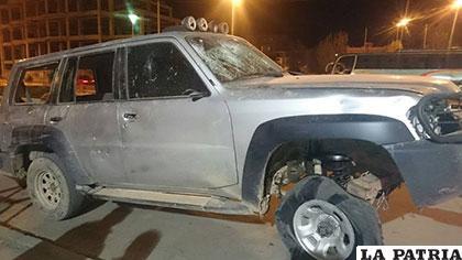 El vehículo del COA destrozado por los contrabandistas