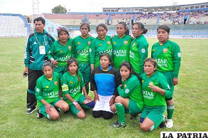 El equipo de San Pedro de Totora en fútbol damas