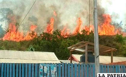 El incendio se registró en inmediaciones del aeropuerto