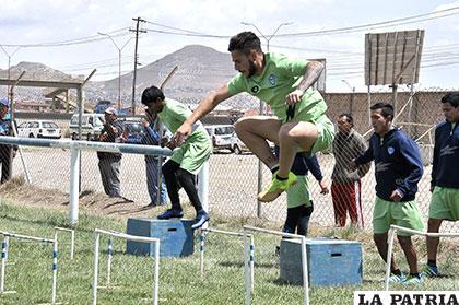 Los jugadores de San José, durante el trabajo físico de ayer
