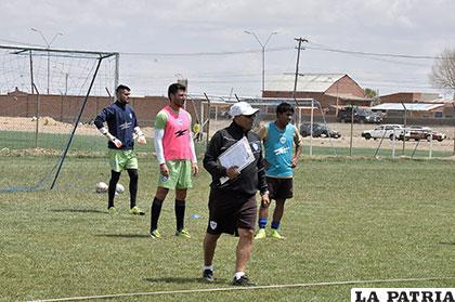 De Toro dirige los entrenamientos del equipo orureño