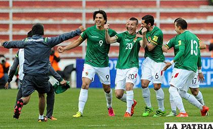 Escobar anotó los dos goles para Bolivia, pero la alegría fue solo en el primer tiempo /APG