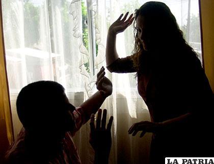 El esposo fue víctima de agresión a manos de su mujer ebria /static.diario.latercera.com