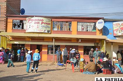 El local de pollos donde ocurrió el incidente fue apedreado el viernes precedente /Archivo