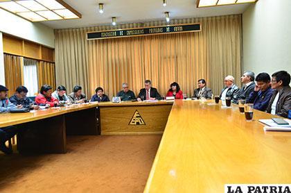 Autoridades e instituciones buscarán desarrollo de Oruro