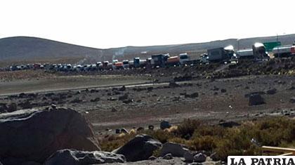 Camiones parados en la frontera con Chile /ABI