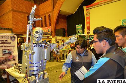 Futuros bachilleres son atraídos por la robótica