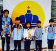 Daniel Titichoca junto a los demás ajedrecistas que lograron medallas