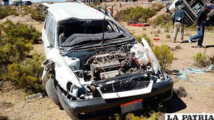 La vagoneta acabó muy dañada y su conductor con varias fracturas en el cuerpo