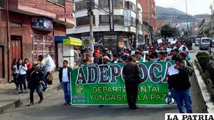 Marcha de Adepcoca en rechazo a reglamentación