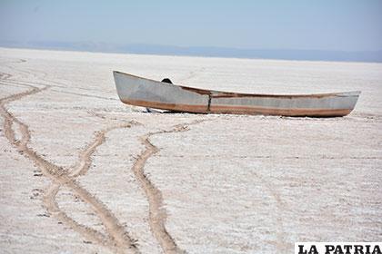 Pesqueros lamentan que el lago se secó nuevamente